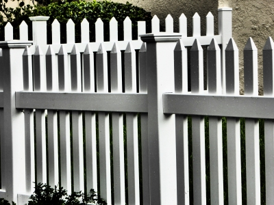 76-fences-white-p1050188